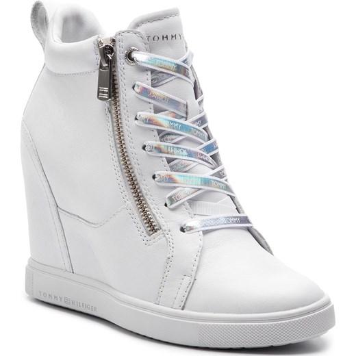 9f8bcf7ae9835 Sneakersy damskie Tommy Hilfiger młodzieżowe na koturnie gładkie sznurowane  wiosenne