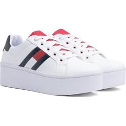 8d3146b0479fe Sneakersy damskie Tommy Hilfiger białe wiązane bez wzorów