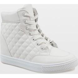 564ea962c6034 Sneakersy damskie sznurowane na koturnie na jesień