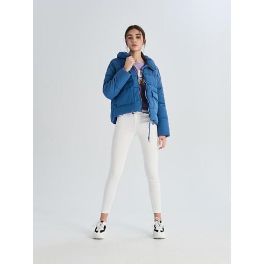31daf837bd1776 ... Jeansy damskie białe Sinsay w miejskim stylu