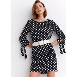429b85fe580ed7 Sukienka Top Secret prosta z okrągłym dekoltem z długim rękawem w  geometryczne wzory mini na co