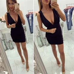 3a4103f258 Sukienka mini czarna na imprezę z dekoltem v dopasowana bez rękawów