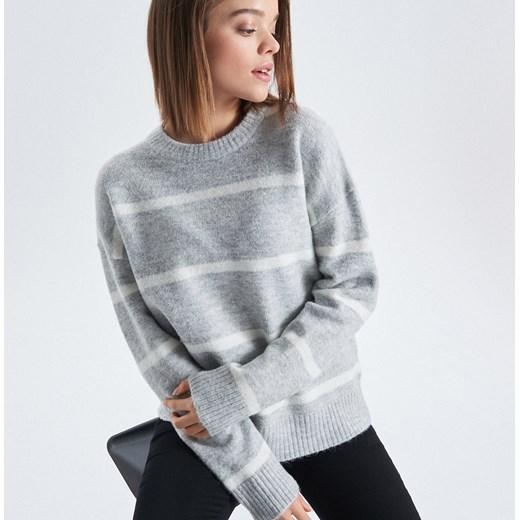 f43a13fbb793 Cropp - Sweter oversize w paski - Jasny szary Cropp M ...