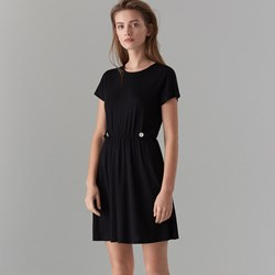 1e47084ee6 Sukienka czarna Mohito z krótkim rękawem z okrągłym dekoltem bez wzorów