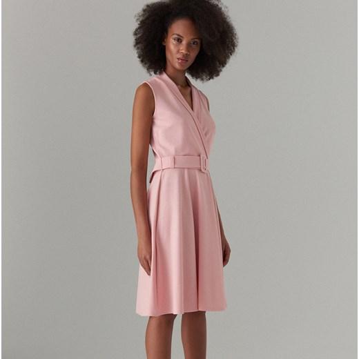 0ac13323f1 Sukienka Mohito różowa gładka bez rękawów z dekoltem w literę v w Domodi