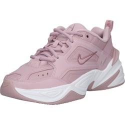 05c0a223b5d99 Różowe buty sportowe damskie Nike Sportswear w stylu młodzieżowym płaskie  bez wzorów wiązane