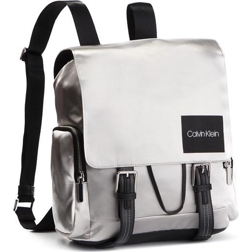 ba010dd11e911 Plecak CALVIN KLEIN - Soft Line Backpack Met K60K605202 068 Calvin Klein  eobuwie.pl