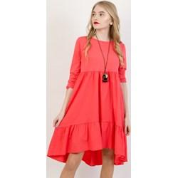 58d62d2f15 Sukienka Olika czerwona oversize owa z okrągłym dekoltem na randkę na wiosnę