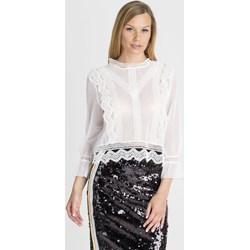 14fb794a26a4f Bluzka damska biała Guess na wiosnę koronkowa z długimi rękawami