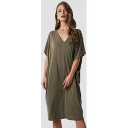 25163bb0e2 Sukienka NA-KD oversize midi zielona na co dzień
