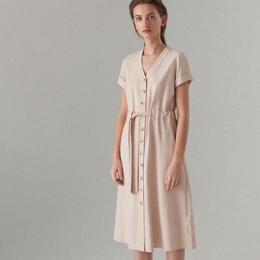 13dc21fca6 Sukienka Mohito szmizjerka z krótkimi rękawami midi beżowa w Domodi