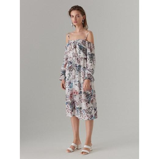 6241226f35 Sukienka Mohito w kwiaty z długim rękawem z dekoltem typu hiszpanka ...