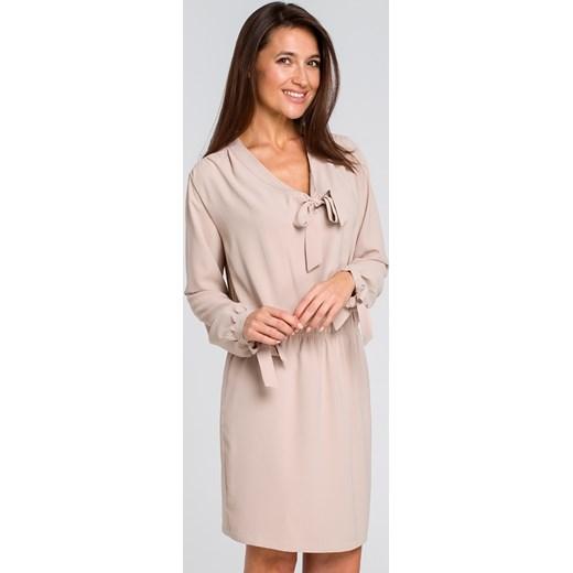5f93827dec ... Sukienka Style z długim rękawem z żabotem beżowa midi prosta letnia  biznesowa