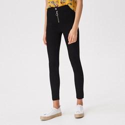 a3c2468ed96f80 Czarne jeansy damskie, lato 2019 w Domodi