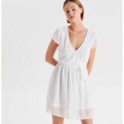 d4f1f90e96 Sukienka biała Cropp mini z tkaniny bez wzorów z krótkim rękawem