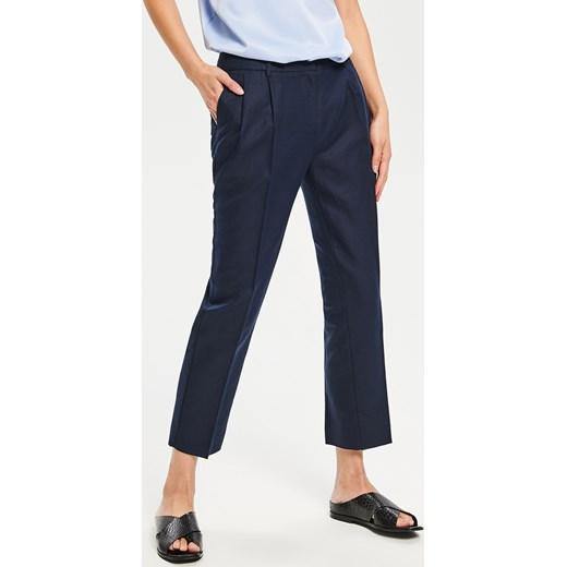 7c50c567485860 Granatowe spodnie damskie Reserved w Domodi