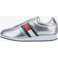 78b6c64b4c19c Buty sportowe damskie Tommy Hilfiger w stylu młodzieżowym bez wzorów  sznurowane