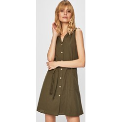 63139c44b4f101 Sukienka zielona Vero Moda z kołnierzykiem z dzianiny