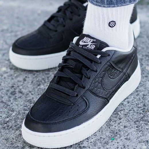 size 40 7061f e1c4b Nike Air Force 1 GS Sneaker Peeker w Domodi