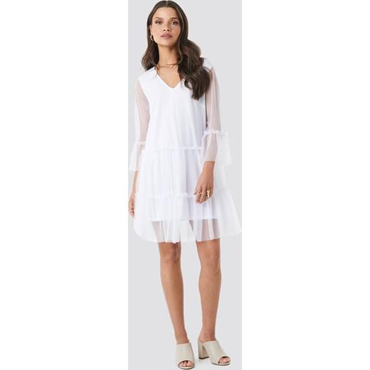c666fd1e6b Sukienka NA-KD trapezowa biała z długimi rękawami mini na co dzień w Domodi
