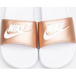 38f05ad92 Klapki damskie Nike młodzieżowe bez zapięcia na płaskiej podeszwie