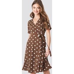 1861ff7a3f NA-KD Boho sukienka brązowa w groszki