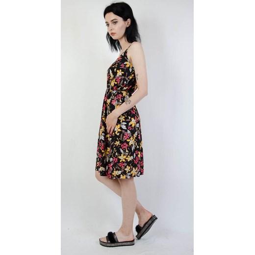 4cd70f1e05 Sukienka Olika w kwiaty  Sukienka wielokolorowa Olika w kwiaty midi na  spacer ...