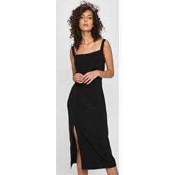 242f49d18be315 Sukienka Answear midi bez wzorów z dekoltem karo na spacer
