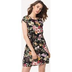 c236cf3013 Sukienka wielokolorowa Born2be z okrągłym dekoltem w kwiaty prosta mini