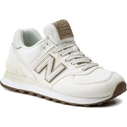 ac49dd6e00be19 Sneakersy damskie białe New Balance na płaskiej podeszwie z tworzywa  sztucznego sznurowane ...