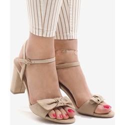 0076a30e0d2c9 Sandały damskie z klamrą eleganckie na obcasie na średnim