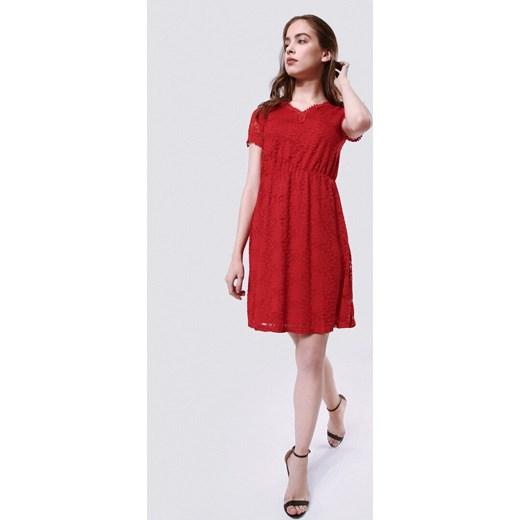 52f31889f4 Born2be sukienka na lato z dekoltem v z krótkim rękawem  Sukienka Born2be z  dekoltem v czerwona mini z krótkimi rękawami na randkę ...