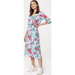 b8367b293e Sukienka Born2be wielokolorowa na spacer z długim rękawem midi
