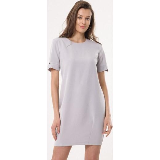 04a2836509 Sukienka szara Born2be bez wzorów dzienna casual mini z okrągłym dekoltem z  krótkim rękawem ...