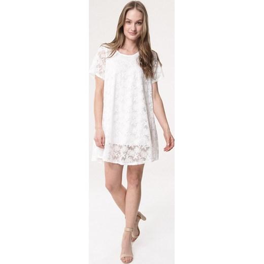 99c9838954 ... okrągłym dekoltem  Sukienka Born2be prosta casual mini  Sukienka Born2be  na spacer z krótkim rękawem ...