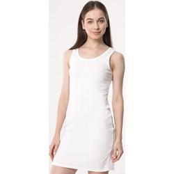 0c578a18e0 Biała sukienka Born2be z okrągłym dekoltem dopasowana na co dzień