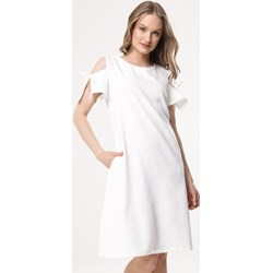 f534f93338 Sukienka Born2be biała mini z okrągłym dekoltem casual