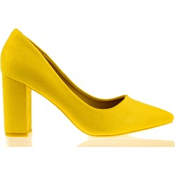 1ce3ee7b Czółenka Comer Collection żółte bez wzorów na słupku ze szpiczastym noskiem  bez zapięcia