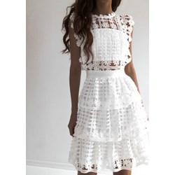fb5514a559c242 Sukienka biała z okrągłym dekoltem bez rękawów