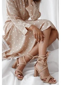 Sandałki wiązane ze skóry zamszowej By Rose - Ciemny beż  Rose Boutique  - kod rabatowy