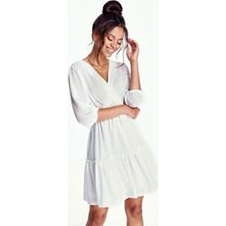 f18e5afe608dd1 Sukienka Mosquito bez wzorów biała z długim rękawem na co dzień z dekoltem  w serek kopertowa