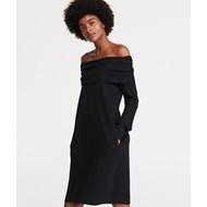 527e3c06 Sukienka czarna Reserved z odkrytymi ramionami