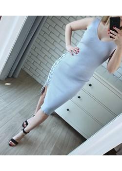 Dopasowana sukienka z wiązaniem błękitna midi (S/M)   MON BOUTIQUE - kod rabatowy