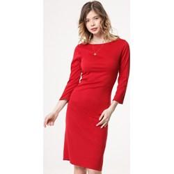 ace58969 Sukienka czerwona Born2be midi z okrągłym dekoltem dopasowana