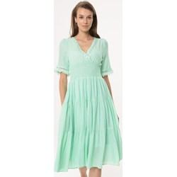 36b2c0f03b14c5 Zielona sukienka Born2be rozkloszowana z dekoltem w literę v