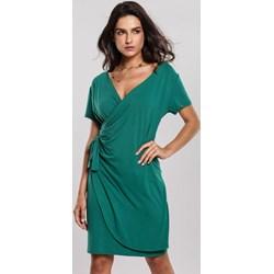 6ddedc36f7437c Sukienka Renee z krótkim rękawem zielona mini z dekoltem w serek