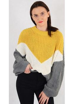 Sweter luźny z szerokimi rękawami żółto-biało-szary, ze wzorem   promocyjna cena berry.com.pl  - kod rabatowy