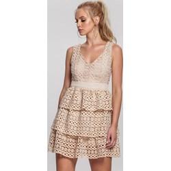 ca49e1a29c2c77 Sukienka Renee beżowa na wesele bez wzorów