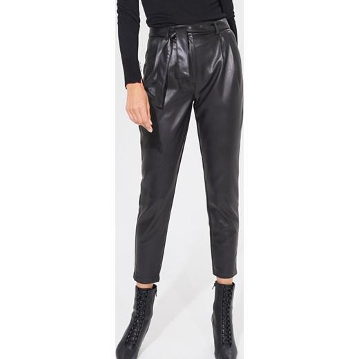 Spodnie damskie Mohito w rockowym stylu