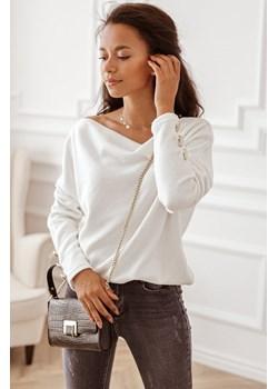 Śmietankowy sweter z odkrytymi ramionami - Butik Rose Boutique Rose Boutique   - kod rabatowy